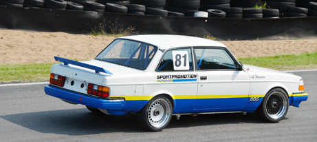 mini2-volvo-240-in-full-speed